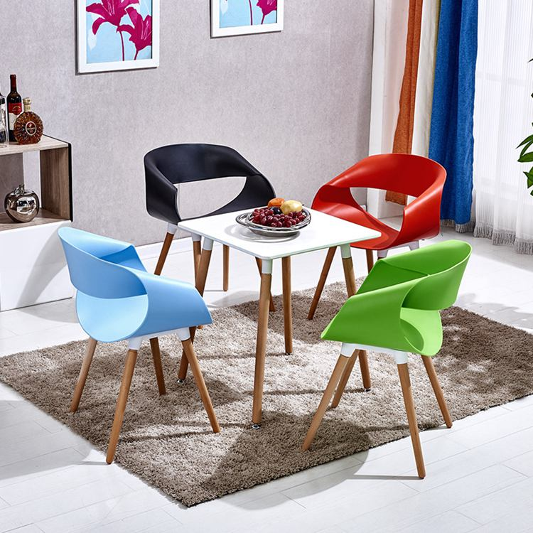 Modern Plastic Dinging Chair With Fashion Design And Wood Leg